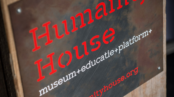 Humanity House bordje