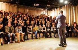 Spreker in de Genève Zaal - Humanity House